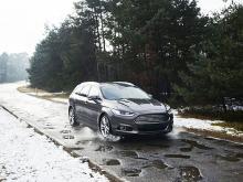 Ford будут предупреждать водителей о выбоинах на дороге
