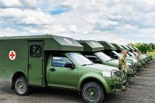 Порошенко передал военным медикам более 20 автомобилей - медик