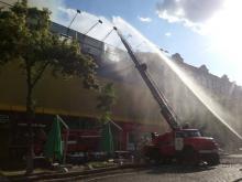 С помощью какой техники тушат пожар на Крещатике. Фото - пожар