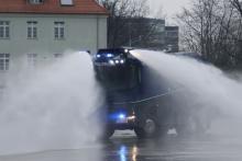 В Гамбурге водометы за 1 млн. евро разогнали 12000 человек - водомет
