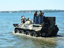 Как военная техника преодолевает водные преграды. Фото - броне