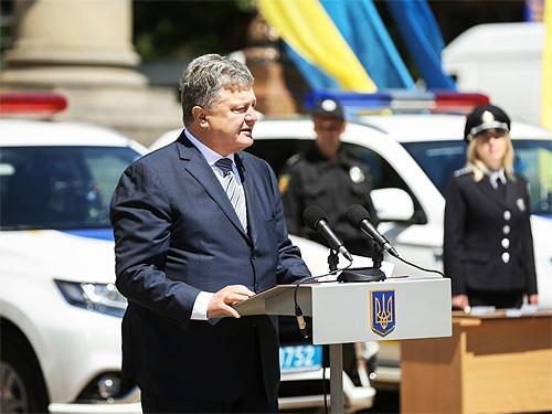 Президент поддержал льготные ставки растаможки авто и новые законы по «еврономерам» - еврономер
