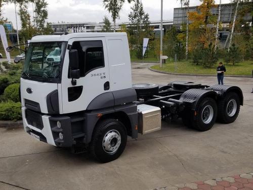 Ford Trucks выводит на украинский рынок тягач 6х4 для аграрного и дорожно-строительного сектора - Ford