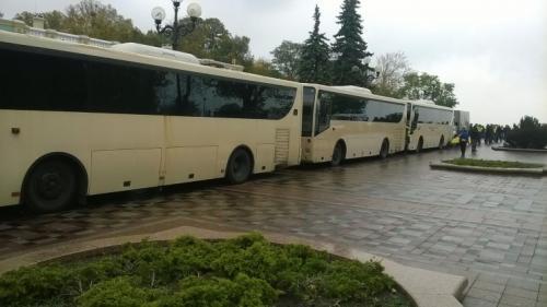 Национальная гвардия вывела на охрану Правительственного квартала более 50 единиц техники. Фото