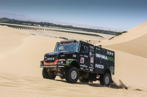 Дакар 2018: 6-й этап выигрывает IVECO и Peugeot - Дакар