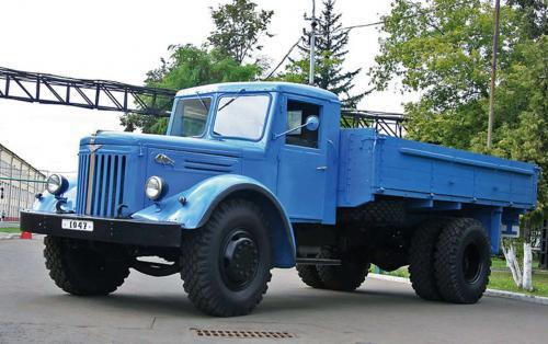 Легендарный МАЗ-200 появился 70 лет назад. Чем он был знаменит