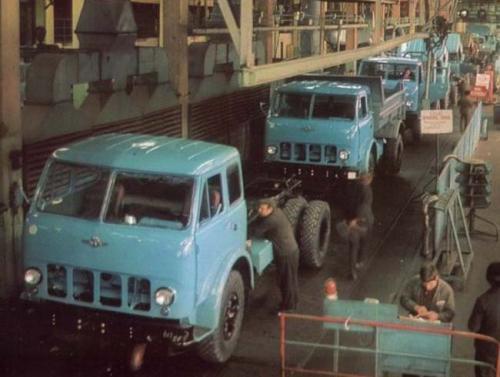 В этот день стартовало серийное производство легендарного МАЗ-500 и отдано историческое поручение. Хроники AUTO-Consulting