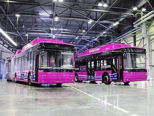 Работники Луцкого завода выйдут на митинг против закупки списанных б-у троллейбусов - троллейбус