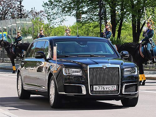 Путин на инавгурацию отправился на новом русском лимузине. Фото - Кортеж