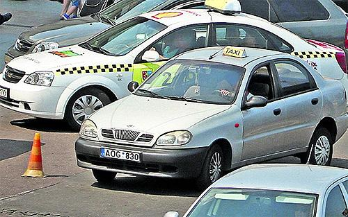 Службы такси начали отказываться от услуг водителей на авто с еврономерами