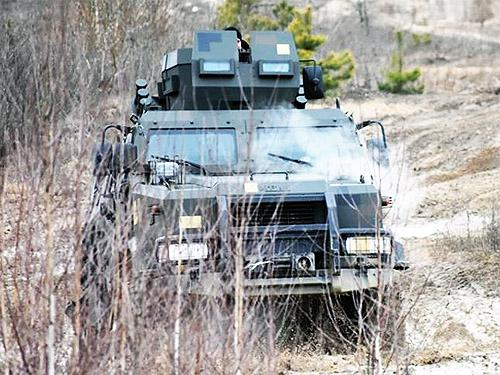 Выживет ли экипаж украинского бронеавтомобиля «Козак-2» под обстрелом? Проверяем на практике