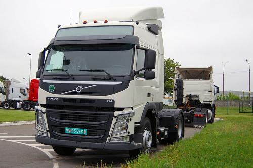 Volvo Trucks разработала специальные версии тягачей для Украины