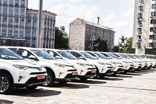Украинские экологи будут ездить на гибридных Toyota Rav4