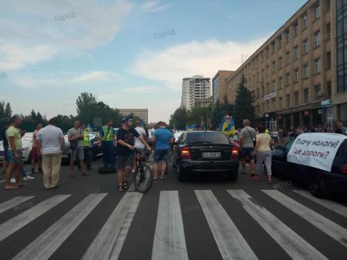 В Николаеве водители начали протестовать против разбитых автодорог