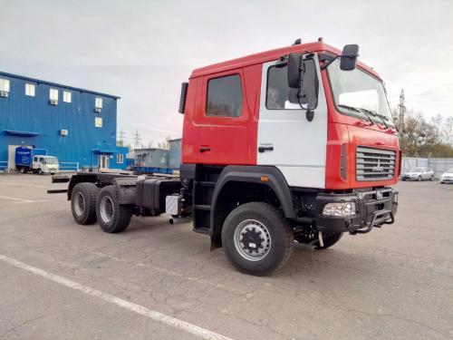 МАЗ начал поставки в Украину новых грузовиков с двухрядными кабинами