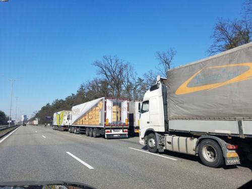 Кабмин готовит запрет на передвижение днем грузовиков полной массой свыше 24 т