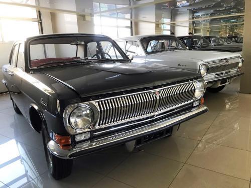 В России открылся автосалон советских автомобилей. Можно купить почти новые ВАЗы или ГАЗы