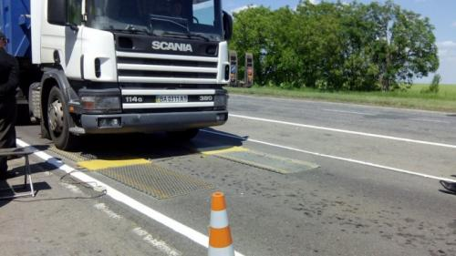 На въездах в Киев проверяют на перегруз до 800 грузовиков в неделю