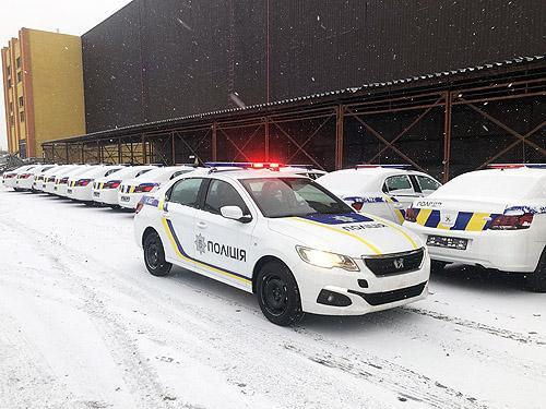 Национальная полиция получила крупную партию седанов PEUGEOT 301 - PEUGEOT
