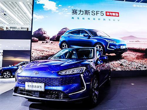 HUAWEI начинает продажи электромобилей SERES SF5 с увеличенным запасом хода