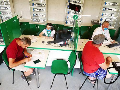 В Украине упростили регистрацию ТС в сервисных центрах