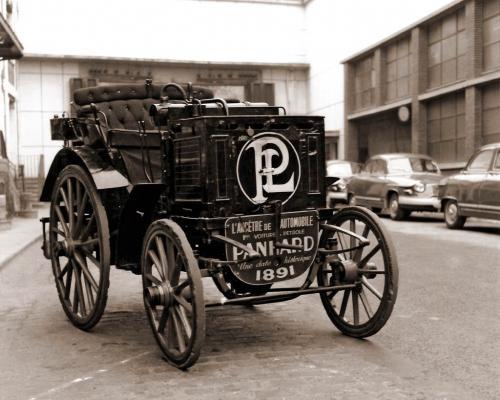 130 лет назад на территории Украины началась автомобильная эра. Как это происходило - первый автомобиль