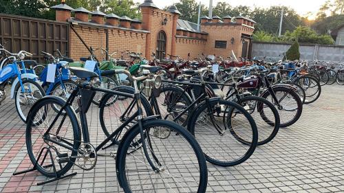Показали десятки единиц мото и велотехники, выпускавшейся в Украине на протяжении 100 лет - коллекция