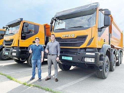 Для строительства дорог в Украину поставлена партия самосвалов IVECO TRAKKER 8x4 с кузовами CANTONI - IVECO