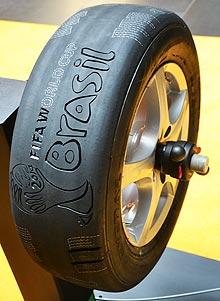 Кабмин предлагает разрешить ездить летом на зимних шинах. Не опасно ли?