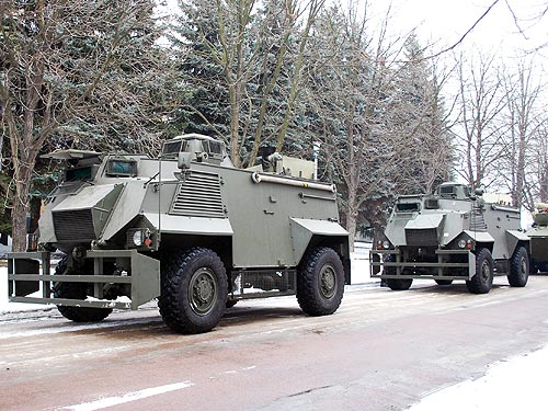 На базе Saxon сделают две версии бронеавтомобиля - Saxon