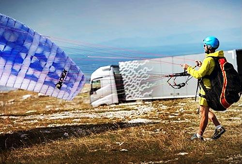 Volvo Trucks сняла экстремальный видеоролик «Летающий пассажир». Видео - Volvo