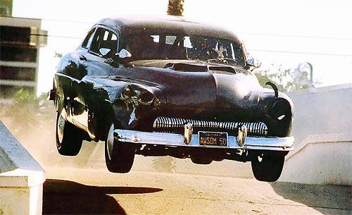 На каких авто ездят звезды боевиков из 90-х - боевик