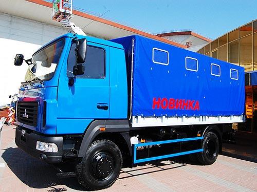 МАЗ показал в Киеве новинки, дакаровский грузовик и локализированную спецтехнику. Репортаж с выставки Made in Belarus - МАЗ