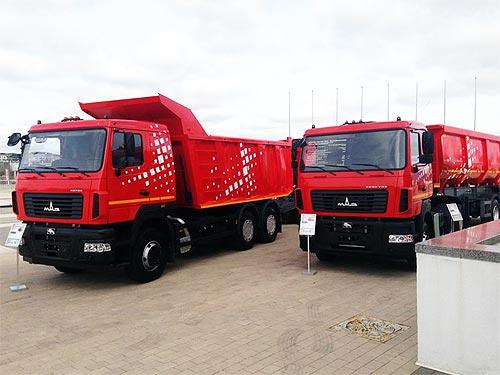 МАЗ представил самосвальные автопоезда для строителей