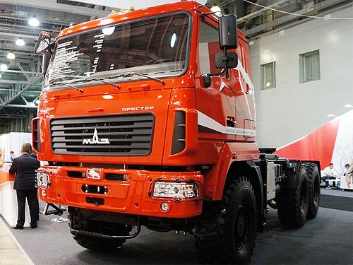 МАЗ представил уникальный подъемник и 32-тонный автокран - МАЗ
