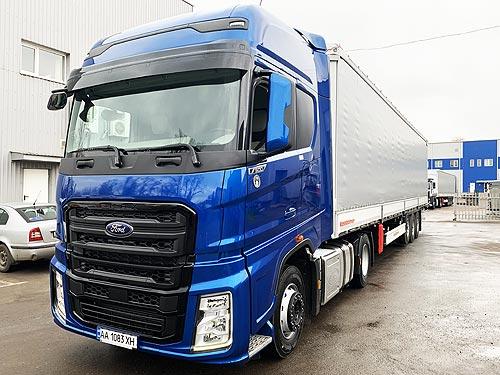 Тягач Ford Trucks F-MAX теперь можно заказать со шторным полуприцепом Kassbohrer