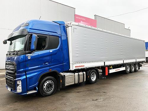 Тягач Ford Trucks F-MAX теперь можно заказать со шторным полуприцепом Kassbohrer - Ford