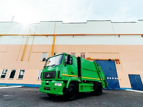 На МАЗе выпустили первый серийный газовый мусоровоз МАЗ-4901С4 - МАЗ