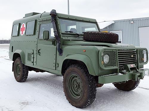 Украинские военные медики получили семь медицинских Land Rover