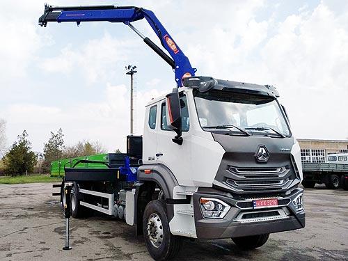 В Украине выпустили бортовой автомобиль с краном-манипулятором PM на базе нового шасси