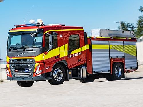 Для Volvo FM и FMX нового поколения появилась новая кабина с двумя рядами сидений до девяти человек