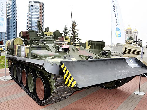 В Украине представили бронемашину «Лев» на базе танка Т-72