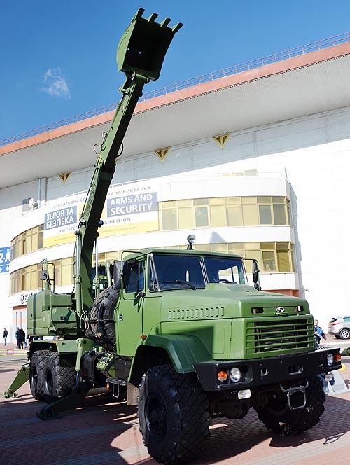 В Украине возобновили производство автокранов и экскаваторов