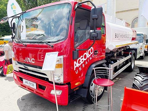 На шасси JAC N120 освоили выпуск 8-кубовых топливозаправщиков - JAC