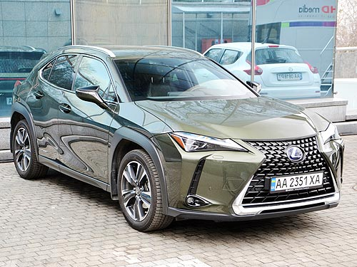 Премиум, но без иллюзий. Тест-драйв Lexus UX 250h Hybrid