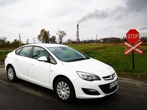 Доступный немецкий седан возвращается. Тест-драйв Opel Astra