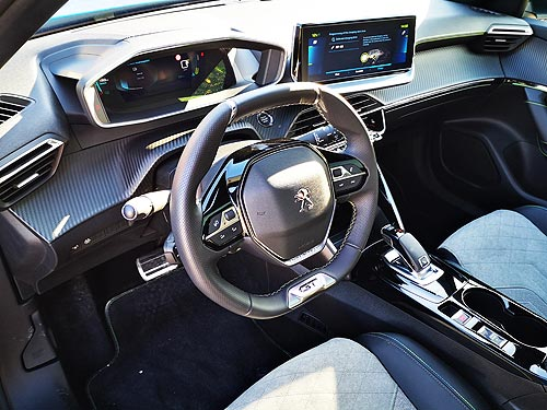 Чем удивило новое поколение кроссовера Peugeot 2008. Тест-драйв - Peugeot