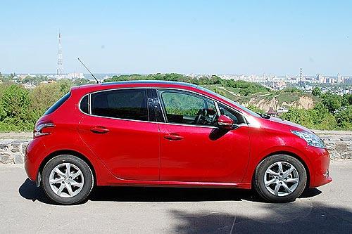 Тест-драйв Peugeot 208: мечта блондинки и драйвера