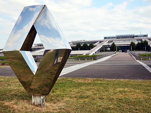 Renault инвестирует в имидж и намерена стать прямым конкурентом Toyota