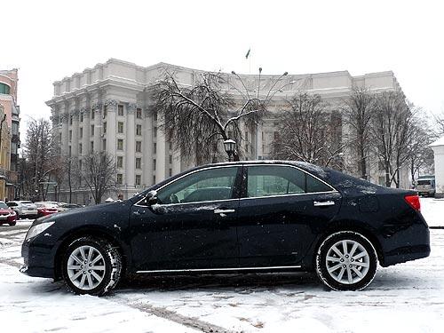 Тест-драйв новой Toyota Camry. Испытание украинскими дорогами